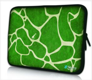 Sleevy 15,6 inch laptophoes groene giraffe design